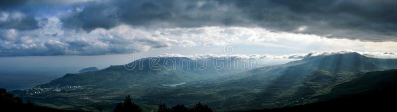 Panorama delle montagne in Crimea fotografia stock libera da diritti