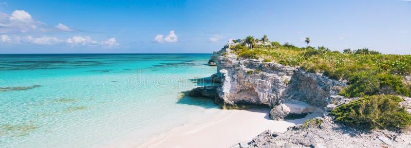 Panorama delle scogliere e della spiaggia del punto del faro fotografia stock libera da diritti