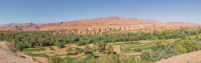Panorama depuis un point élevé de la ville de Tinghir photographie stock