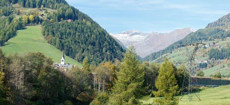 Panorama der Alpenberge nahe der Stadt von Rennweg morgens Katschberg Österreich stockbild