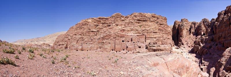 Panorama der Höhlen - PETRA in Jordanien lizenzfreie stockfotografie
