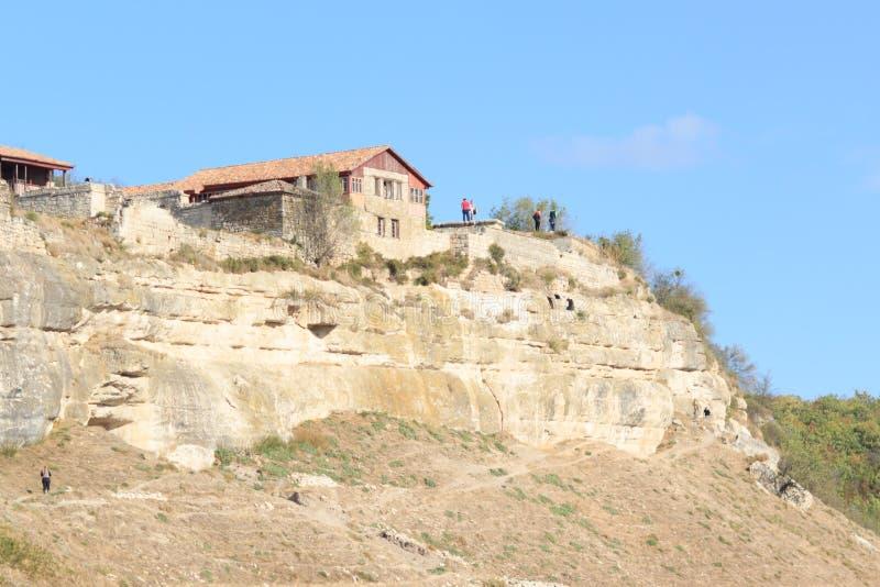 Panorama der Höhlen und der Wände Chufut-Kohl Bakhchysaray krim lizenzfreie stockfotografie