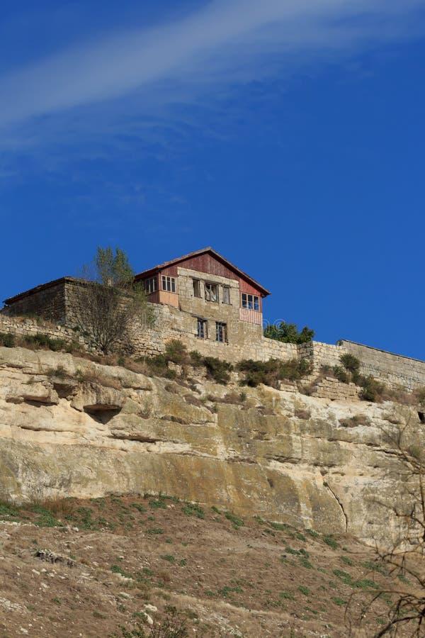 Panorama der Höhlen und der Wände Chufut-Kohl Bakhchysaray krim lizenzfreie stockbilder