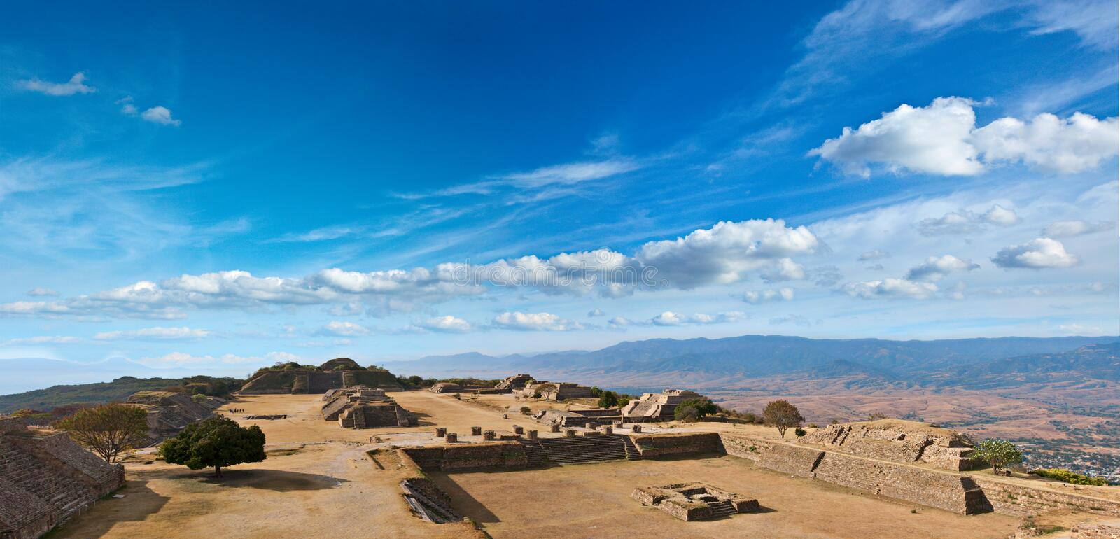 Panorama der heiligen Sites Monte Alban, Mexiko lizenzfreie stockfotos