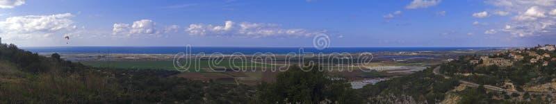 Download Panorama der Küstenebene stockfoto. Bild von land, landwirtschaft - 9092440