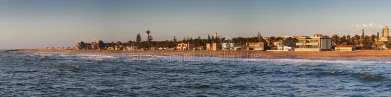 Panorama der Küstenlinie von Swakopmund lizenzfreie stockbilder