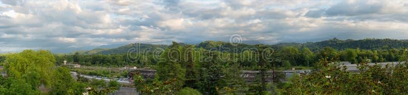Panorama der Landschaft herein in den französischen Pyrenäen-Bergen lizenzfreie stockfotografie