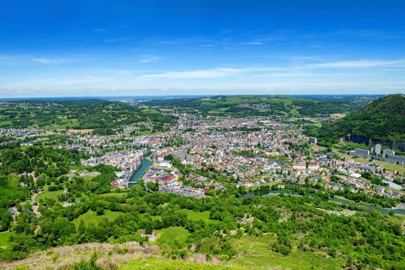 Panorama der Stadt von Lourdes, ber?hmt f?r seine Pilgerfahrt lizenzfreie stockfotos
