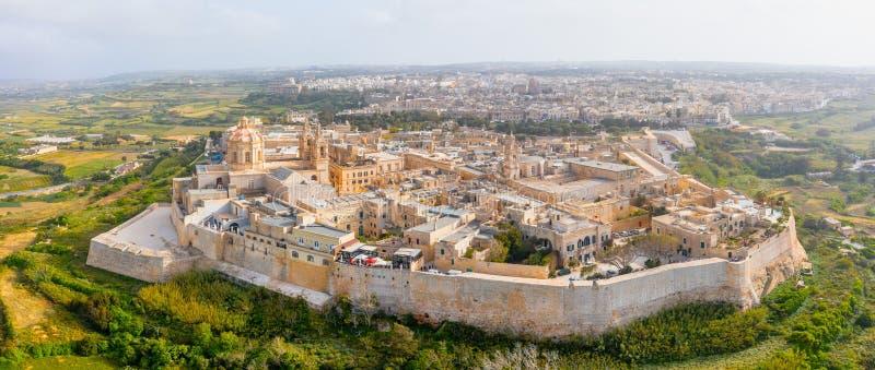 Panorama der Stadt der von der Luftdraufsicht Mdina-Festung in Malta lizenzfreies stockfoto