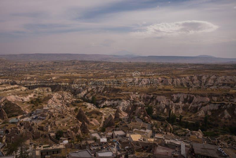 Panorama der Uchisar-Festung in der Cappadocia-Region Schöne Landschaft der asiatischen Stadt mit Höhlenhäusern Cappadocia, die T lizenzfreie stockfotografie