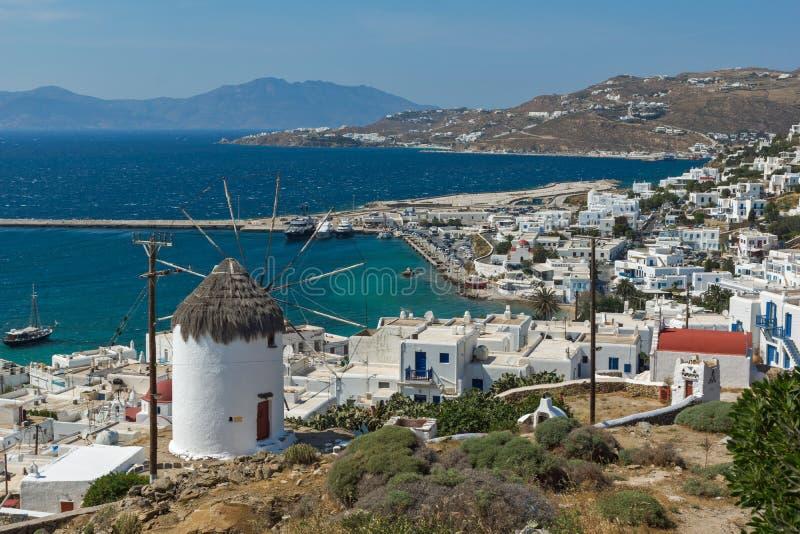 Panorama der weißen Windmühle und der Insel von Mykonos, Griechenland lizenzfreie stockfotografie