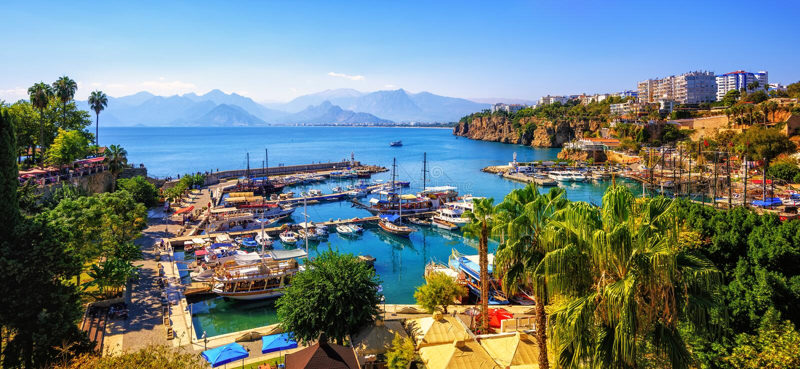 Panorama des alten Stadthafens Antalyas, die Türkei lizenzfreies stockbild