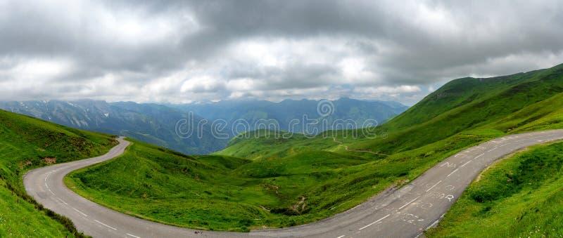 Panorama des Aubisque-Durchlaufs in den französischen Pyrenäen lizenzfreies stockbild