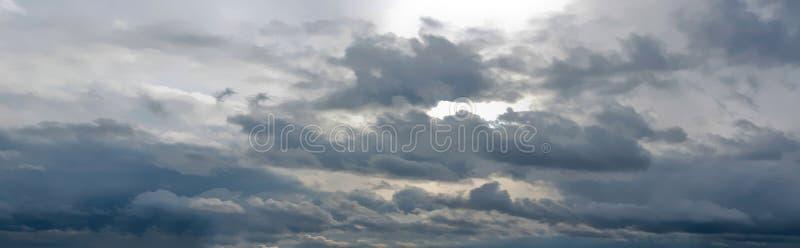 Panorama des bewölkten Himmels lizenzfreies stockfoto
