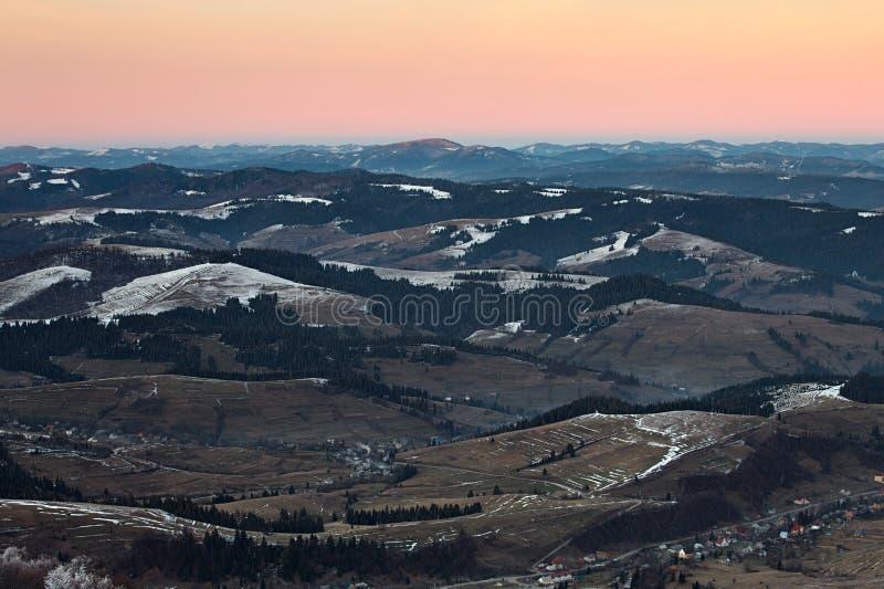 Panorama des collines de montagnes carpathiennes photo libre de droits