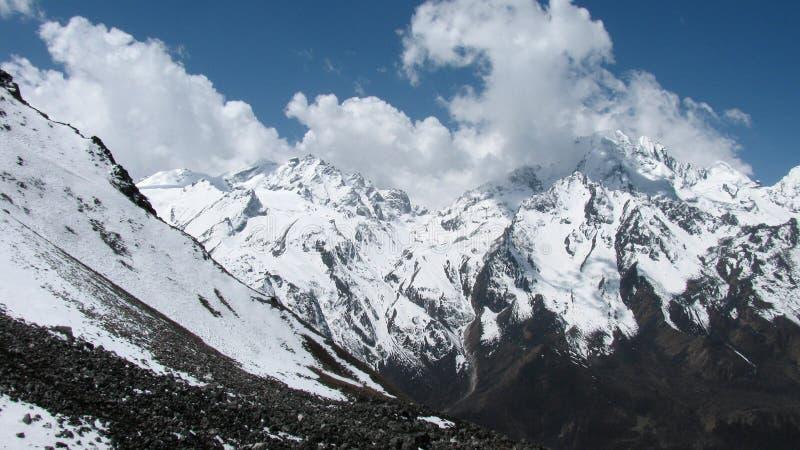Panorama des crêtes de l'Himalaya image stock