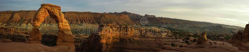 Panorama des empfindlichen Bogens Auf lagerfoto der roten Felsen-Anordnung, Bogen-Nationalpark Moab, Utah stockfotos