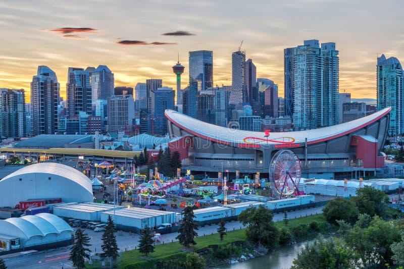 Panorama des goldenen Sonnenuntergangs über Calgary-Ansturm-Stadt-Skylinen stockfoto