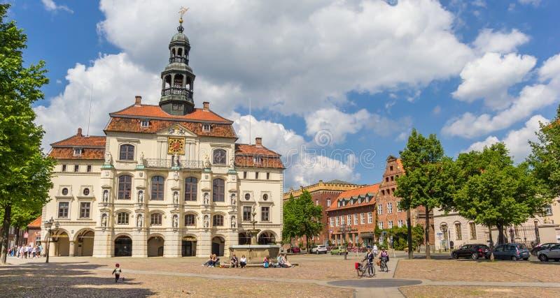 Panorama des historischen Rathauses von Luneburg stockfotografie