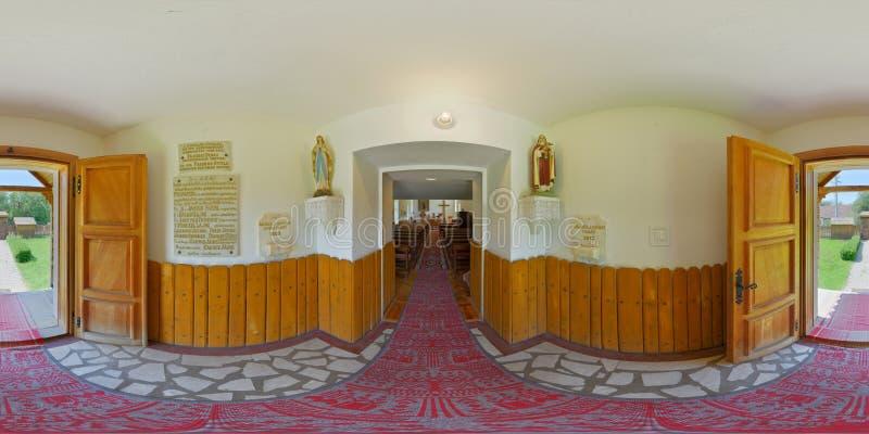 Panorama 360 des katholischen Kapelleneingangs in› II/Burgfeld, Siebenbürgen, Rumänien VÃ-¡ rmezÅ ` Câmpu CetÄƒÈ lizenzfreies stockbild