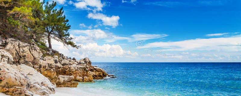 Panorama des Meerblicks mit Marmor-Strand Grieche Saliara alias, Thassos-Insel, Griechenland stockfoto