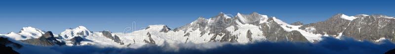 Panorama des montagnes au Valais, Suisse images stock