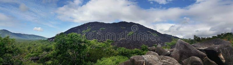 Panorama des montagnes noires image stock
