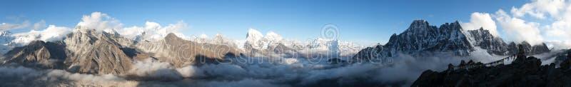 Panorama des Mount Everests, des Lhotse, des Makalu und des Cho Oyus stockbilder