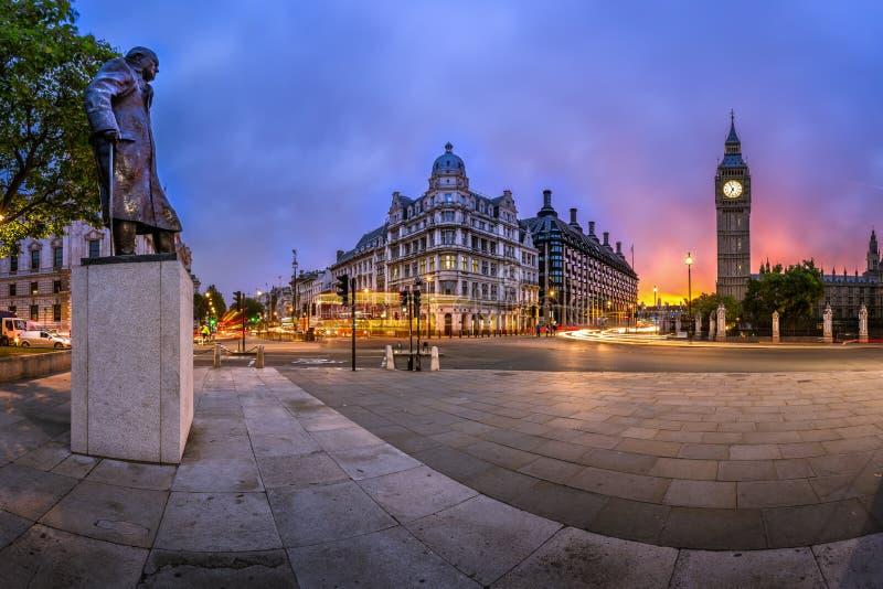 Panorama des Parlaments-Quadrats und der Königin Elizabeth Tower lizenzfreie stockfotos
