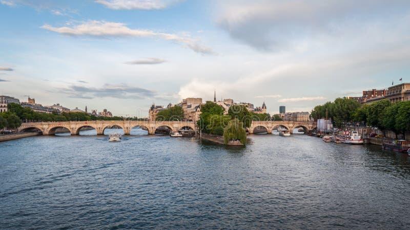 Panorama des schönen Pont Neuf in Paris stockbilder
