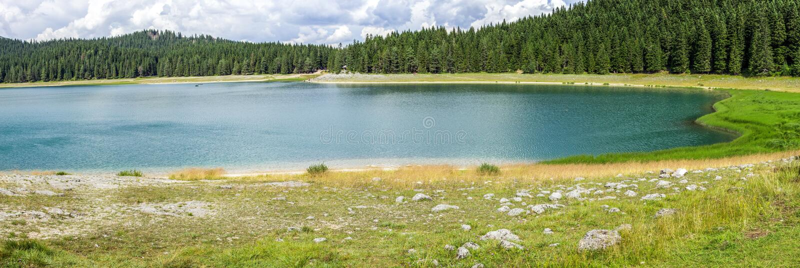 Panorama des schwarzen See Crno-jezero in Nationalpark Durmitor, Montenegro lizenzfreie stockfotografie