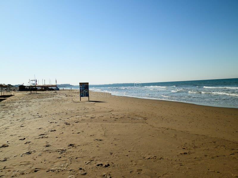 Panorama des türkischen Strandes in Antalya stockfoto