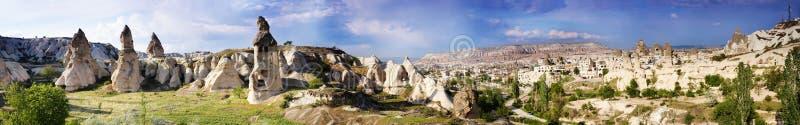Panorama des Uchisar-Tales und der Stadt von Goreme stockbild
