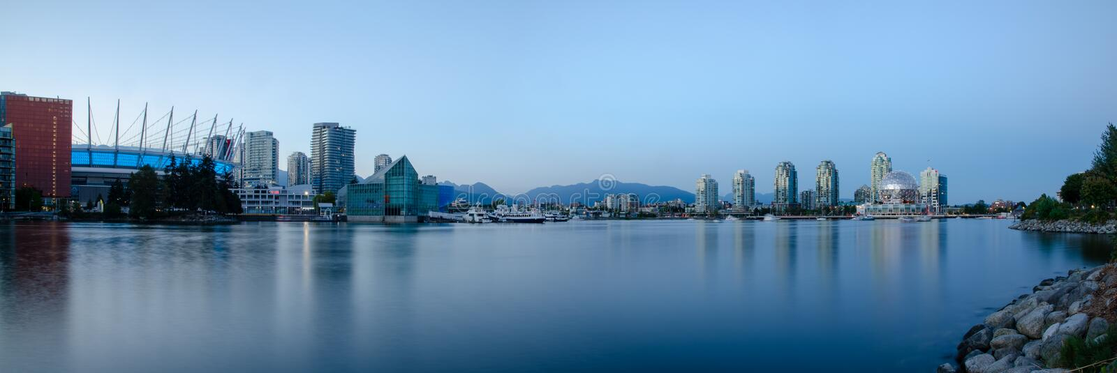 Panorama des Vancouvers False Creek lizenzfreie stockfotos
