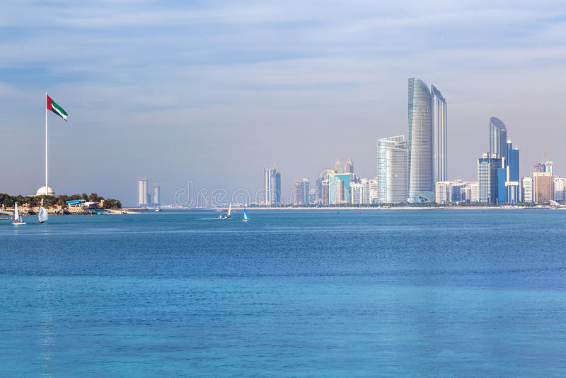 Panorama di Abu Dhabi, la capitale dei UAE immagini stock