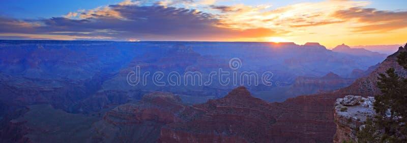 Panorama di alba del grande canyon immagine stock