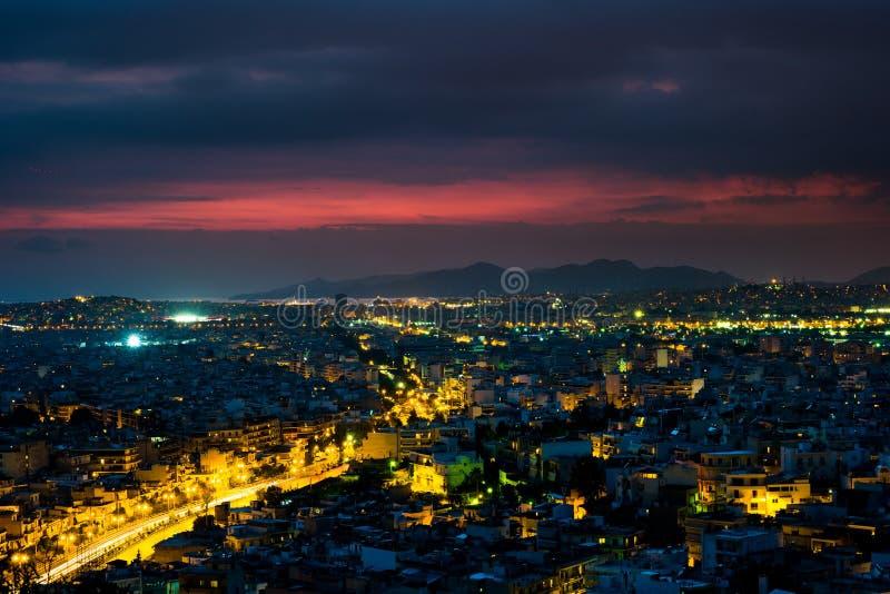 Panorama di Atene al tramonto Bello paesaggio urbano fotografia stock