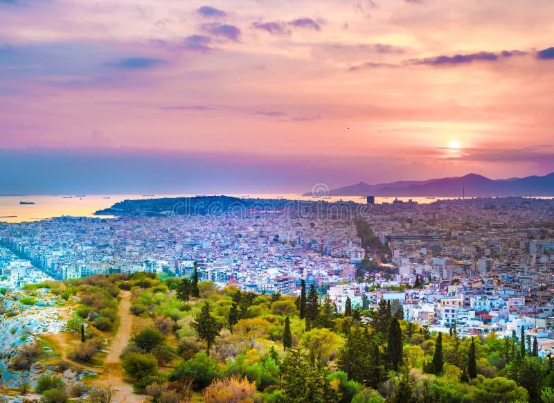 Panorama di Atene al tramonto Bello paesaggio urbano immagine stock