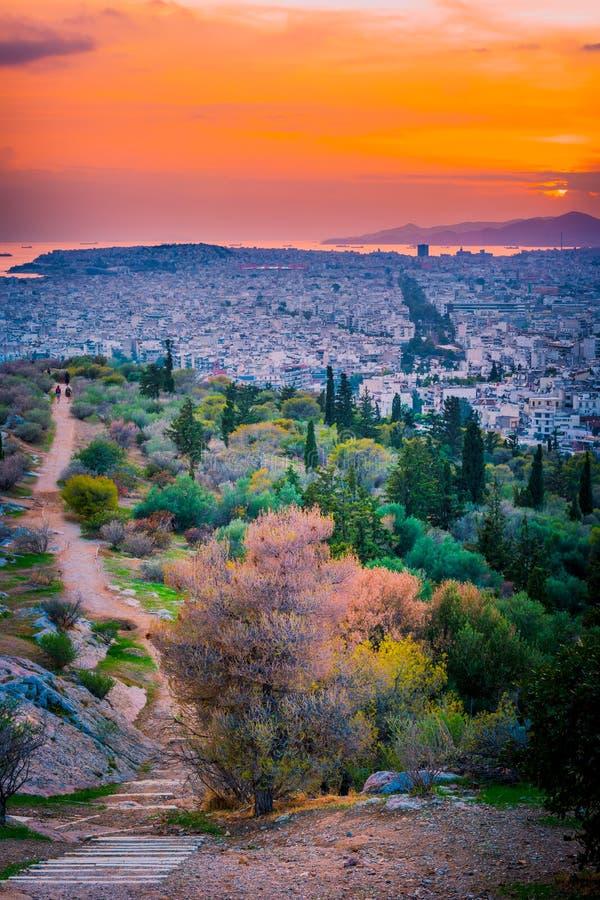 Panorama di Atene al tramonto Bello paesaggio urbano fotografia stock libera da diritti