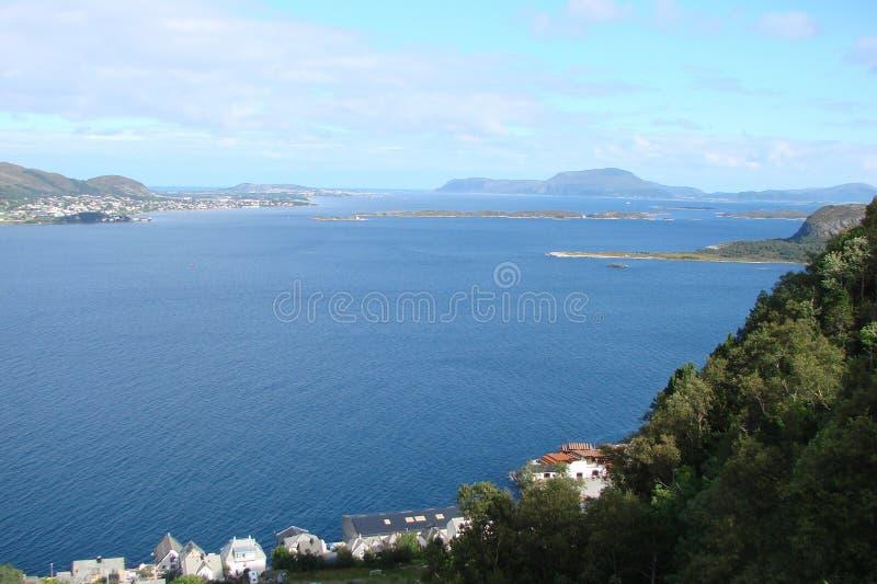 Panorama di Bergen vicino alle rive del mare di Norvegia nella zona centrale della Norvegia fotografie stock