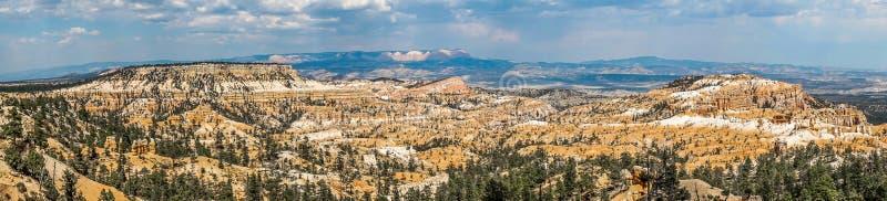 Panorama di Bryce Canyon, giorno nuvoloso fotografia stock libera da diritti