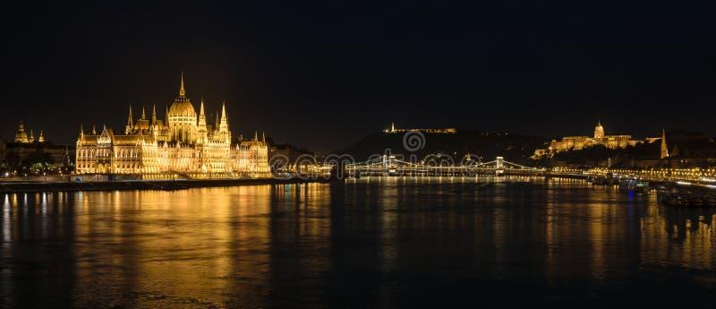 Panorama di Buda Castle, il Parlamento e del Danubio, Budapest, Ungheria immagine stock libera da diritti