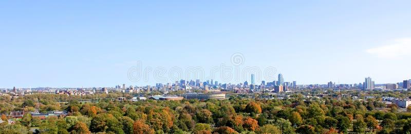 Panorama di Cambridge con Boston nella distanza immagine stock
