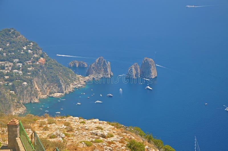 Panorama di Capri e di trascuratezza dell'una delle lagune fotografie stock libere da diritti