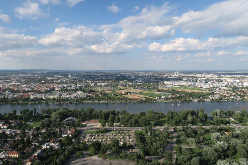 Panorama di cosiddetto vecchio Danubio a Vienna, Austria fotografia stock
