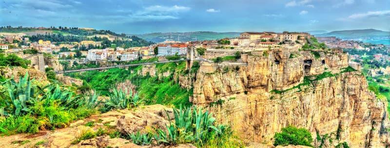 Panorama di Costantina, una città importante in Algeria fotografia stock libera da diritti