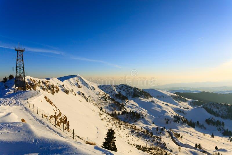 Panorama di inverno da Monte Grappa, Italia fotografia stock
