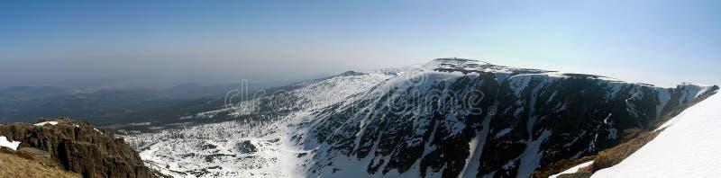 Panorama di inverno delle montagne di Krkonose fotografia stock libera da diritti