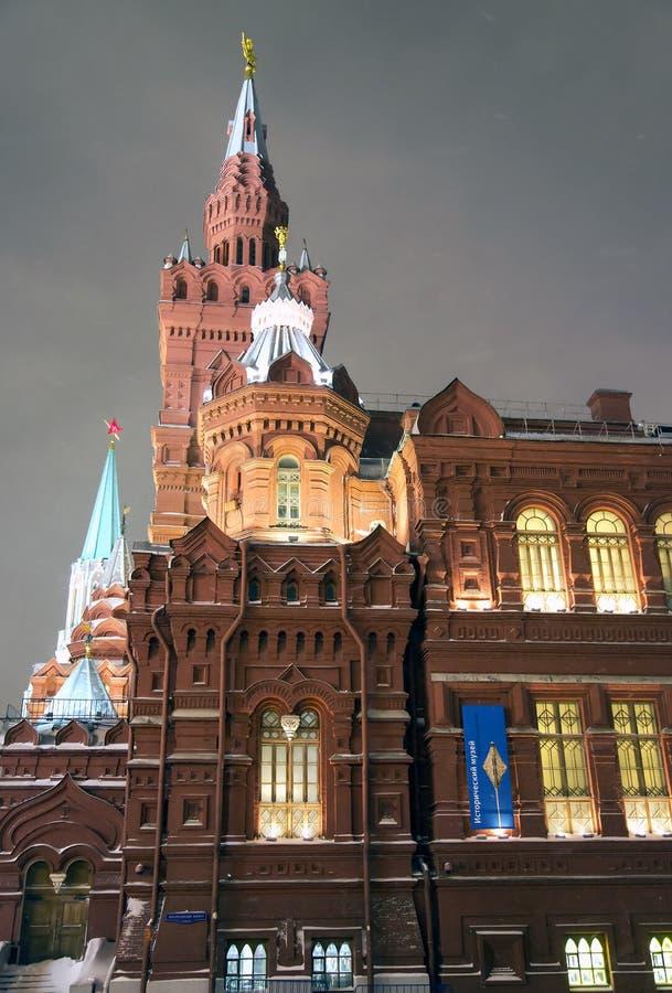Panorama di notte del museo storico dello stato fotografia stock libera da diritti