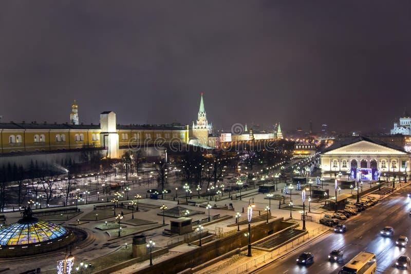 Panorama di notte del quadrato di Manege e del tempio di Cristo del salvatore fotografia stock